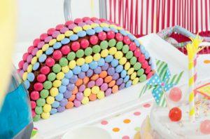 Gâteau anniversaire arc-en-ciel