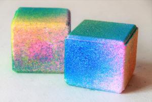 Bombe de bain cube arc-en-ciel