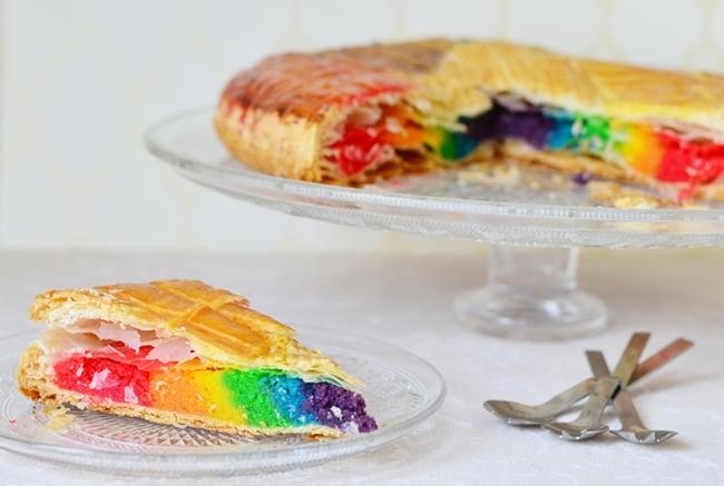 Rainbow galette des rois (photo par Do You Cake?)